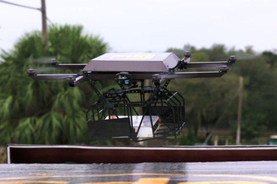 Curier drona UPS